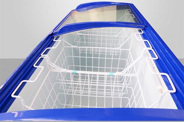 Cửa kính lùa của tủ đông Darling sử dụng kính cường lực chịu nhiệt tốt