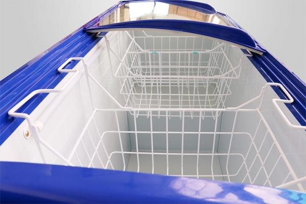 Đầy đủ giỏ chứa đồ tiện dụng, thành tủ dày thiết kế phẳng dễ vệ sinh